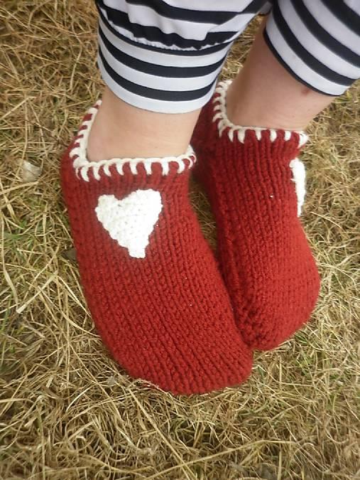 vo vlne,červené papuče