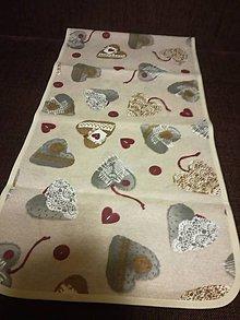 Úžitkový textil - Obrusy hnedé srdiečka (Štóla úzky lem) - 7824245_
