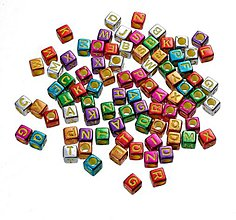 Korálky - Lesklé korálky kocky abeceda (balíček 500ks) - 7826306_