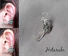 Náušnice - záušnica s kovovou kvetinkou - 7825297_