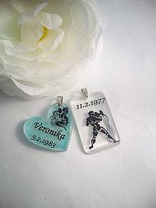 Iné šperky - Živicový osobný prívesok s Vašim textom - znamenie - 7832111_