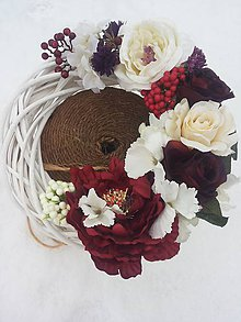 Dekorácie - venček z kvetov v bielo-bordovom tóne - 7832710_