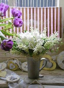 Dekorácie - Biele tulipány v šálke - 7833010_