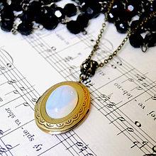 Náhrdelníky - Oval Opalite Locket Necklace / Oválny otvárací medailón s opalitom - 7836516_