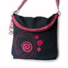 Kabelky - Riflová kabelka s ružovými doplnkami - 7835828_