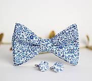 Doplnky - Pánsky elegantný set - motýlik a manžetové gombíky z kvetinovej látky - 7834060_