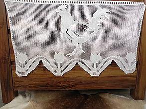 Úžitkový textil - Háčkovaná záclona - veselí kohútikovia s tulipánmi - 7840807_
