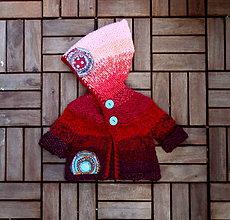Detské oblečenie - Červený svetrík s ružovou kapuckou - 7840541_