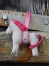 - Prívesok na kľúče - béžovo ružový koník - 7840012_