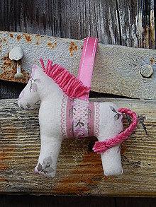 Kľúčenky - Prívesok na kľúče - béžovo ružový koník - 7840012_