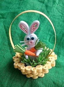 Dekorácie - Veľkonočný zajko v košíčku s mrkvou - 7841900_
