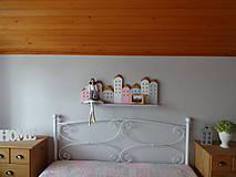 Dekorácie - Drevená domčeková polica - 7843320_