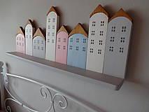Dekorácie - Drevená domčeková polica - 7843321_