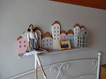 Dekorácie - Drevená domčeková polica - 7843323_