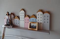 Dekorácie - Drevená domčeková polica - 7843324_