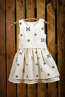 Detské oblečenie - Šaty s opaskom a folklórnym motívom krížik - 7845774_