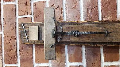 Dekorácie - Krížik zo sudového dreva - 7845300_