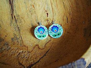 Náušnice - Veľké visiace náušničky v guľatom tvare s modrým folk kvetom - 7844208_