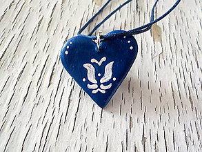 Náhrdelníky - FOLK maľovaný prívesok - modrý - 7846148_