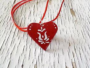 Náhrdelníky - FOLK maľovaný prívesok - červený - 7846191_