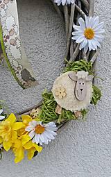 Dekorácie - Jarný ovečkový veniec - 7849310_