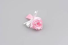 Pierko bledoružové ruža (bledoružovo-biele)