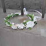 Venček s bielymi ružičkami na 1. prijímanie, svadbu
