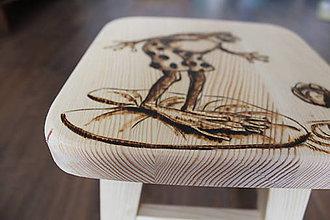 Nábytok - detskýk drevený stolček - 7851843_