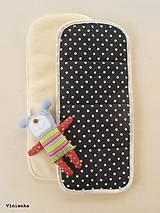 Podložka do kočíka BUGABOO 100% MERINO wool STAR black and white