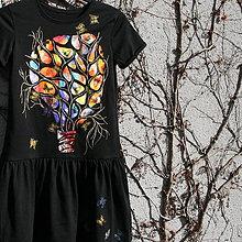 Tuniky - Rozkvitnutý strom plný motýľov - 7855541_