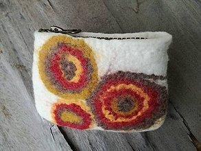 Peňaženky - plstená peňaženka s kruhmi - 7857548_
