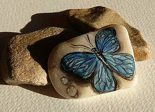 Dekorácie - Ručne maľovaná miniatúra na kameň Motýľ - 7860981_