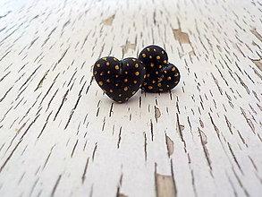 Náušnice - čierne srdiečka so zlatými bodkami - 7862550_