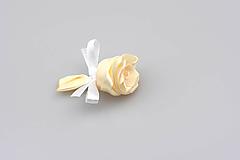 Pierko krémové ruža (krémovo-biele)