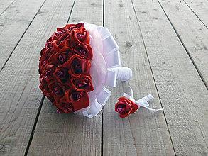 Kytice pre nevestu - Kytica červených ruží s pierkom - 7870931_