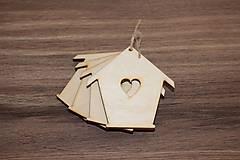 - Drevený domček so srdiečkom - 7870212_