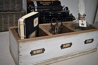 Nábytok - Vintage debnička s priehradkami a kovovými štítkami - 7871130_