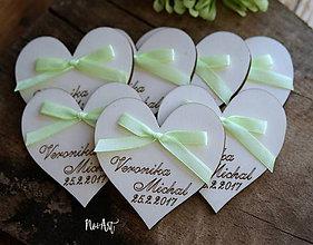 Darčeky pre svadobčanov - Svadobné magnetky srdiečko s mašličkou limetkovou - 7883738_