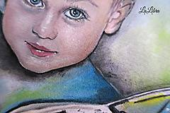 Detské oblečenie - Portrét-chlapec a auto - 7882040_