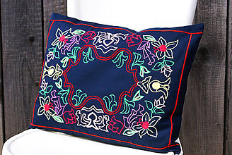 Úžitkový textil - Obliečka na vankúš s ručne vyšívaným vzorom - 7885195_