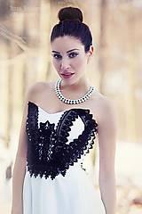 perlový náhrdelník black & white –
