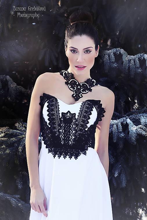 čipkovaný náhrdelník black & white –