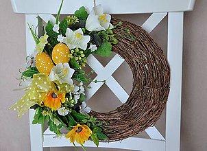 Dekorácie - Veľkonočný veniec v žlto-bielom - 7891570_
