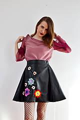 Sukne - Koženková vyšívaná sukňa - 7889186_