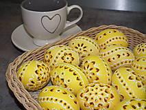 Dekorácie - žlté slepačie madeirové kraslice - 7896173_