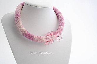 Náhrdelníky - ROMANCE - plstený náhrdelník - 7894741_