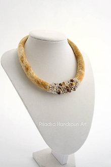 Náhrdelníky - DIAMONDS&GOLD - plstený náhrdelník - 7894808_