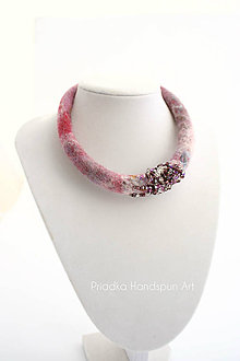 Náhrdelníky - SARI - plstený náhrdelník - 7894827_
