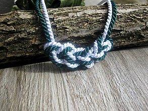 Náhrdelníky - Uzlový náhrdelník z dvoch šnúr (zeleno biely č.790) - 7896742_