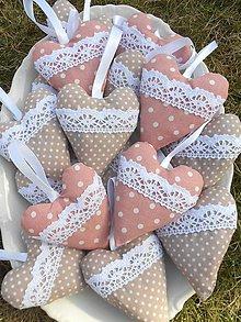 Darčeky pre svadobčanov - Púdrovo ružové / béžové srdiečka, 10 cm - 7894289_